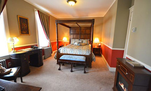 Luciana room; A room with a bed and dressers.