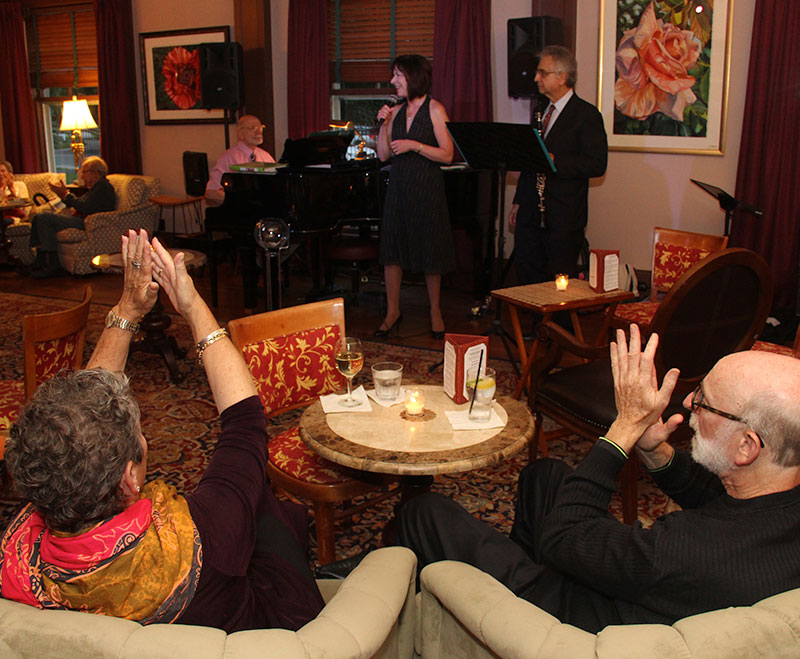 Guests listening to the live music in lounge. Guests applaud.